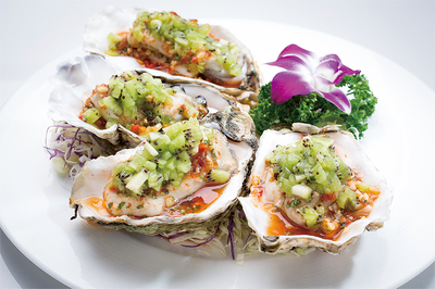 Oyster with Kiwi in Thai Sauce / Baby Abalone with Kiwi