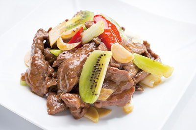 Stir-Fried Beef with Kiwi