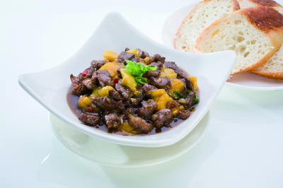 Stir-Fried Beef & Mango with Bread